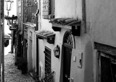 Italy-bw-doorway